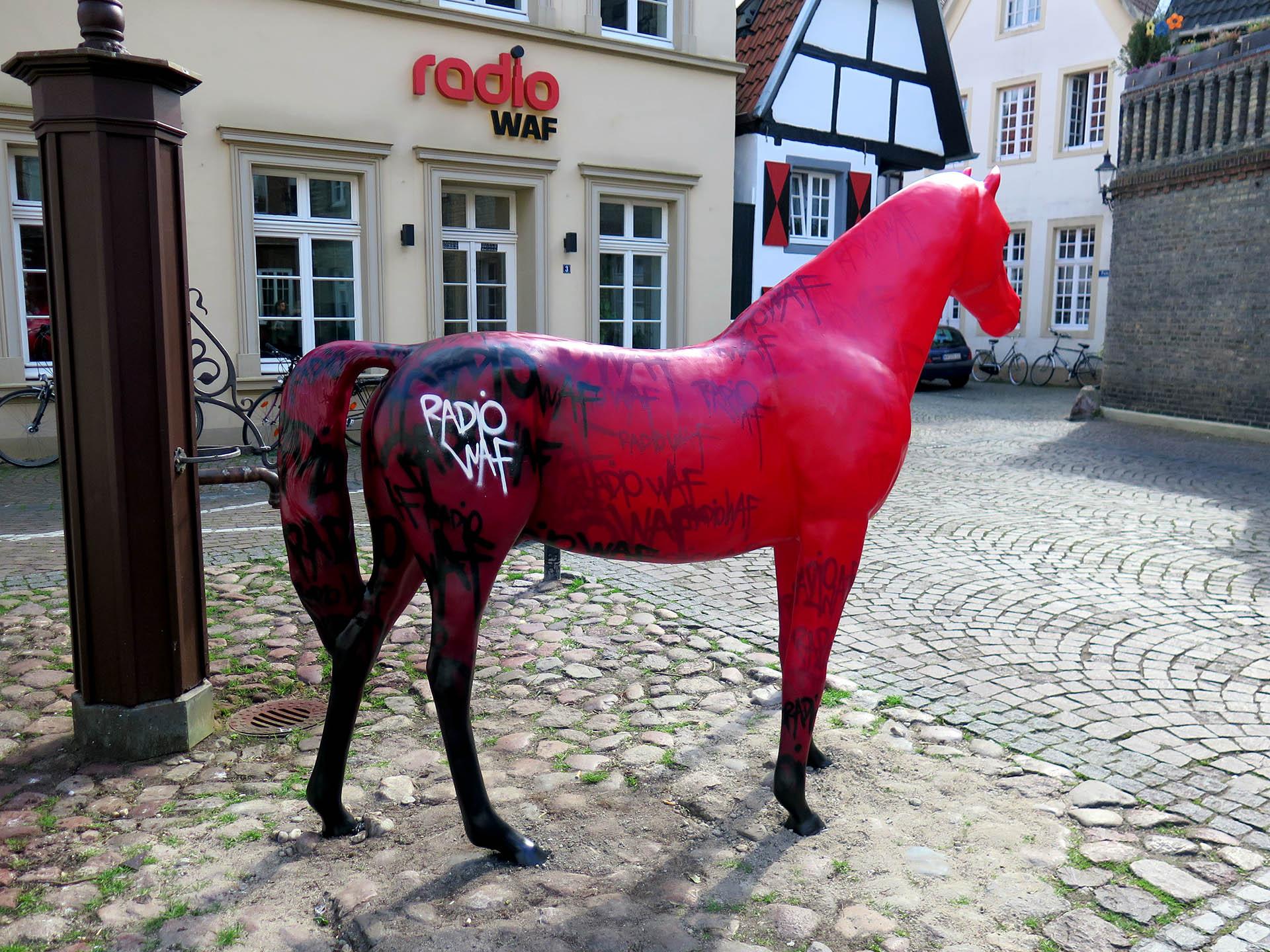 Skulptur, Pferd, Radio, WAF, Warendorf, Graffiti, Spray, Kunst, Projekt, Bennet Grüttner