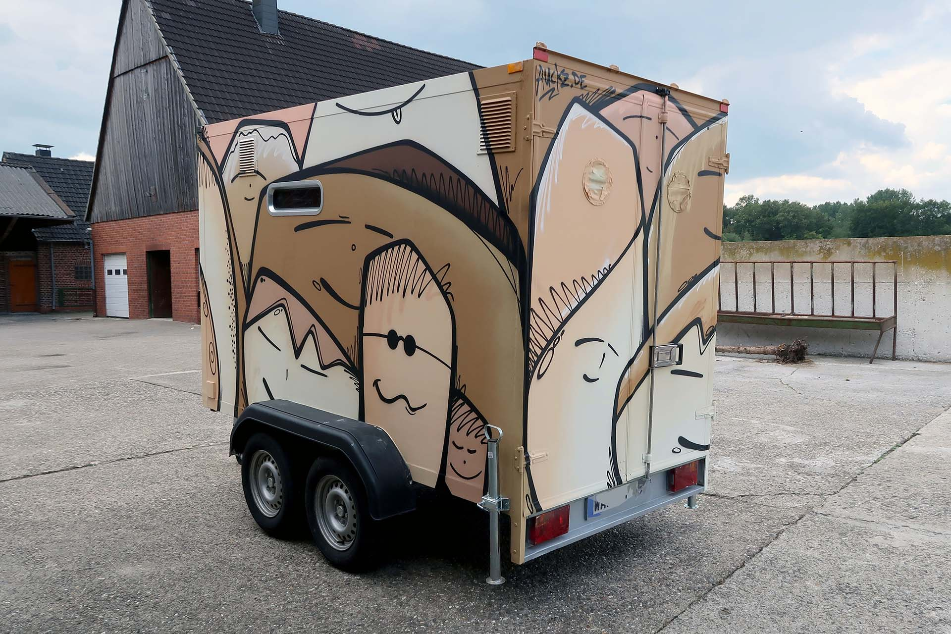 Anhänger, Graffiti, Camping, Auto, Design, Gesichter, Motiv, Lack, Sprayen, Bennet Grüttner, Münster